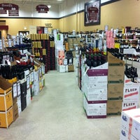 3/7/2013 tarihinde Tranette W.ziyaretçi tarafından Binny's Beverage Depot'de çekilen fotoğraf