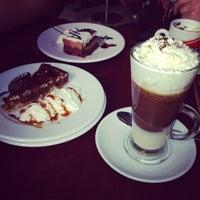 Photo prise au Café &Té par Brett le12/8/2013
