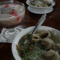 Photo taken at Mie Ayam & Bakso Idola Pak Tikno by Maria G. on 5/28/2013