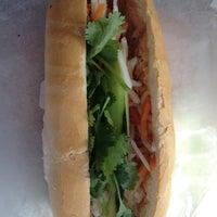 Foto tomada en Nhu Lan Bakery por Brad W. el 9/29/2012