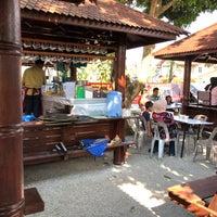 Photo taken at Cendol Songkok Tinggi by Sophian S. on 4/29/2018