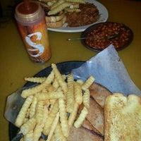 รูปภาพถ่ายที่ Sonny's BBQ โดย Paul A. เมื่อ 12/31/2012
