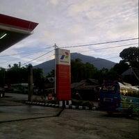 Photo taken at SPBU Padang Panjang by Inderazainul M. on 12/27/2012