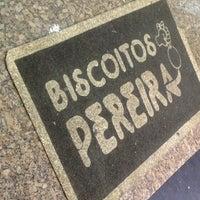 Photo taken at Biscoito Pereira by Pedro Meireles C. on 3/25/2013