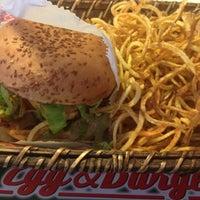 3/15/2013 tarihinde Selman A.ziyaretçi tarafından Egg & Burger'de çekilen fotoğraf