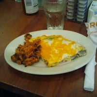 Photo taken at Hashbrowns by Tuyen T. on 10/14/2012