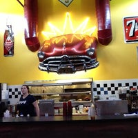 8/18/2013 tarihinde Adam C.ziyaretçi tarafından Hudson's Classic Grill & Bar'de çekilen fotoğraf