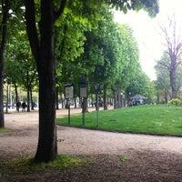 Foto tirada no(a) Jardins des Champs-Élysées por Наталья С. em 5/2/2013