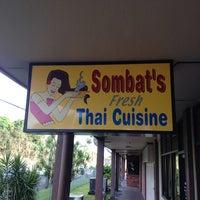Foto tomada en Sombat's Fresh Thai Cuisine por Matthew W. el 9/1/2013
