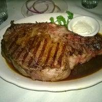 รูปภาพถ่ายที่ Kreis' Steakhouse โดย Nchi K. เมื่อ 2/16/2014