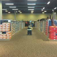 Photo taken at DSW Designer Shoe Warehouse by Jyeza 🍄 S. on 9/30/2012