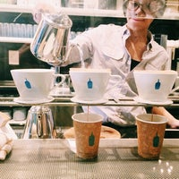 Foto scattata a Blue Bottle Coffee da Christina C. il 11/4/2014
