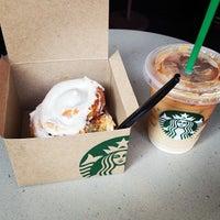 Foto tomada en Starbucks por Carlos G. el 5/22/2013