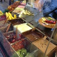 3/10/2013 tarihinde iremaziyaretçi tarafından Ab'bas Waffle & Cafe'de çekilen fotoğraf