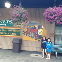 Foto diambil di North Shore Scenic Railway Pizza Train oleh Pui Hong A. pada 6/27/2014