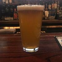 รูปภาพถ่ายที่ Hamburger Mary's / Andersonville Brewing โดย Aaron P. เมื่อ 2/6/2018
