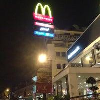 Снимок сделан в McDonald's пользователем Adrian L. 2/8/2013