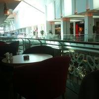 10/13/2012 tarihinde Metin U.ziyaretçi tarafından Ada Cafe Family Mall'de çekilen fotoğraf