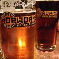 Das Foto wurde bei Hopworks BikeBar von Andrew D. am 10/26/2012 aufgenommen