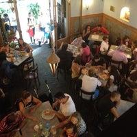 Foto scattata a Pizzeria Sorbillo da Andrew D. il 9/21/2012