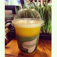 Photo taken at Mooshi Green Smoothie + Juice Bar by Sigrid A. on 3/7/2014