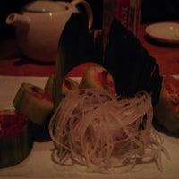Photo taken at Sabaku Sushi by Rodel on 10/27/2013
