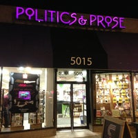 Foto tirada no(a) Politics & Prose Bookstore por Chris M. em 1/18/2013