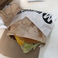 9/14/2018 tarihinde Kevin T.ziyaretçi tarafından M Burger'de çekilen fotoğraf