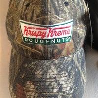 Foto tomada en Krispy Kreme Doughnuts por Betsy T. el 3/26/2013