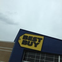 Photo taken at Best Buy by Tio L. on 10/23/2012