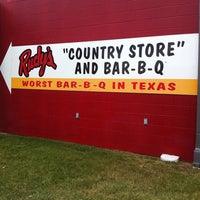 Foto tirada no(a) Rudy's Country Store & Bar-B-Q por Diana J. em 8/25/2013