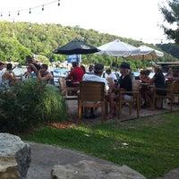 Das Foto wurde bei Ski Shores Waterfront Cafe von Diana J. am 6/9/2013 aufgenommen