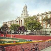 Das Foto wurde bei Franklin K. Lane High School von Raul A. am 9/22/2012 aufgenommen