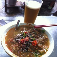 Photo taken at Air Itam Asam Laksa by gideon c. on 8/9/2013