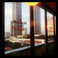Foto tirada no(a) The New Magnum Café por Kelvin H. em 5/4/2013