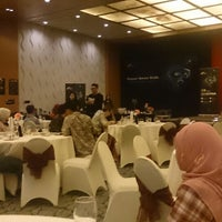 Photo taken at Executive Lounge Le grandeur Hotel by Okta A. on 8/19/2014