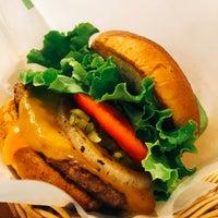 Photo taken at Freshness Burger by Daisuke T. on 6/9/2017