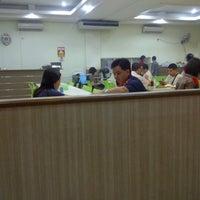 Photo taken at Pondok pangadaran Seafood by Erna K. on 6/30/2013