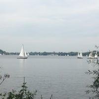 Das Foto wurde bei Alster Jogging von Stella P. am 9/8/2013 aufgenommen