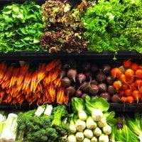 Das Foto wurde bei Whole Foods Market von Elias Z. am 4/28/2013 aufgenommen