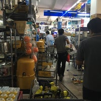 Photo taken at HARDWARE HOUSE by 🌟Dit S. on 9/19/2017