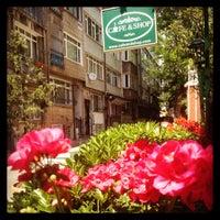 5/11/2013 tarihinde Zeynep A.ziyaretçi tarafından Cafe&Shop'de çekilen fotoğraf
