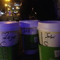 4/19/2013 tarihinde Zeynep A.ziyaretçi tarafından Starbucks'de çekilen fotoğraf