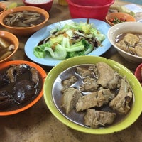 Photo taken at Heng Kee Bak Kut Teh 兴记肉骨茶 by Rudi K. on 8/15/2015