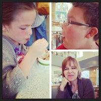 Das Foto wurde bei Mom and Pop's von John L. am 4/28/2013 aufgenommen
