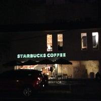 Foto tomada en Starbucks por Mike F. el 12/7/2012