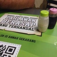 Photo taken at Restoran Makbul Nasi Kandar by Mohd Raffiudin H. on 1/8/2017