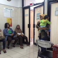 Photo taken at Puskesmas Kecamatan Cilandak by Mahendra Y. on 1/15/2014
