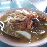 Photo taken at Medan Selera Teratai by Dziad U. on 10/9/2012