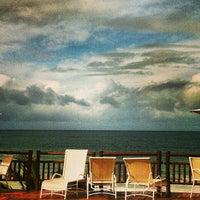 Foto tirada no(a) Ocean Palace Beach Resort & Bungalows por Priscilla d. em 7/2/2013